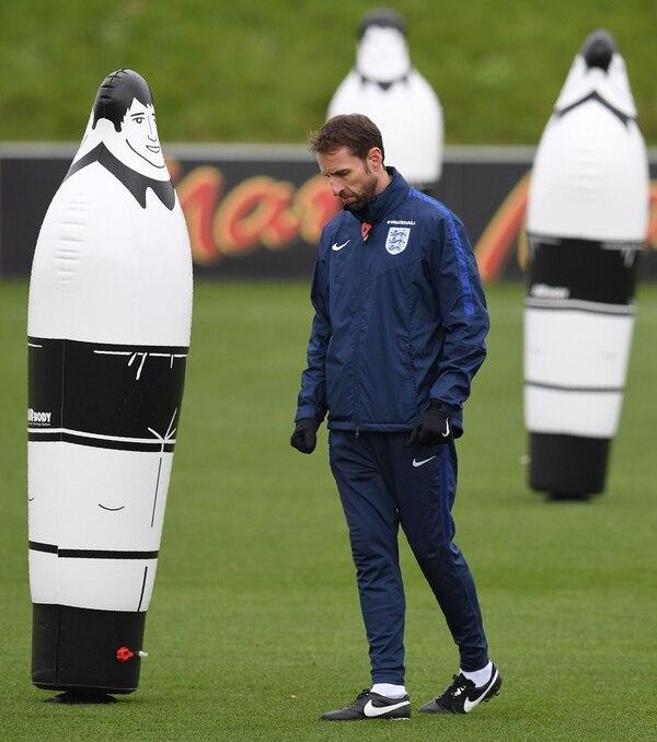 Gareth Southgate, entrenador interino de la selección inglesa, planea mantener la cima del grupo F con una victoria sobre Escocia. | AFP