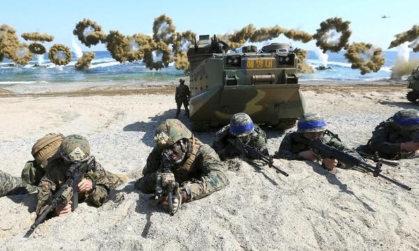 Estados Unidos realiza ejericicios militares anualmente con Corea del Sur. Estos los realizó en marzo de 2016.
