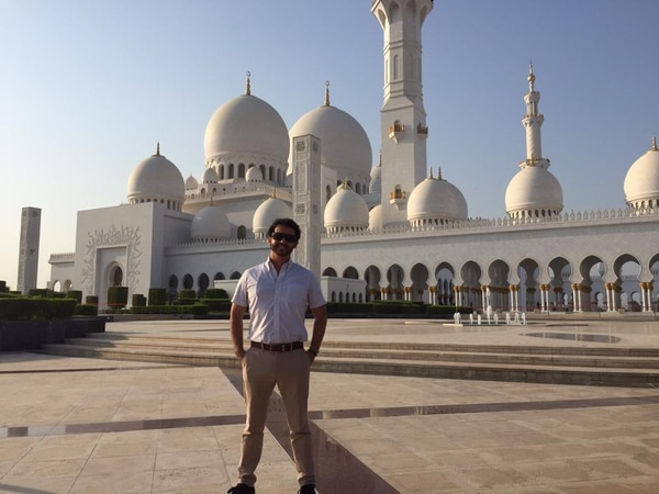 Carlos Calvo Rodríguez visita con frecuencia Emiratos Árabes Unidos. La imagen es en la capital, Abu Dabi.