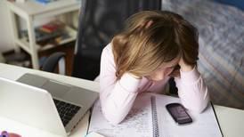 'Ciberbullying': cuando la violencia entre estudiantes se mantiene aún en clases virtuales