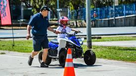En Escuela de Pilotos, los niños aprenden cómo conducir de manera segura y responsable