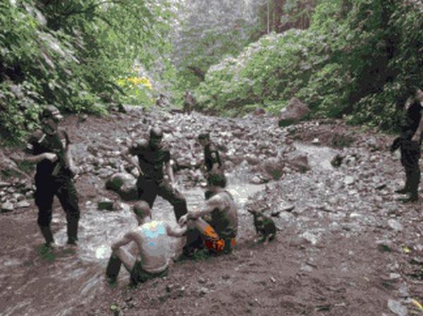 Los sujetos fueron detenidos mientras extraían material rocoso en el río.