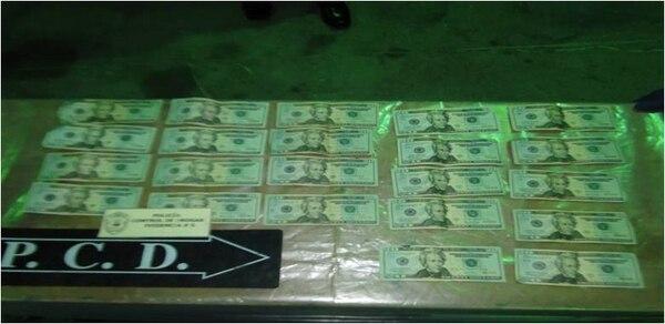 El dinero fue localizado en el compartimento de la parte trasera del autobús.