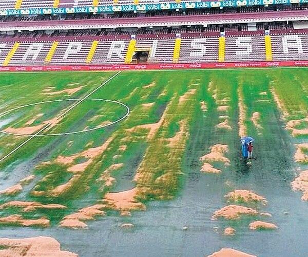 Así lucía el estadio Ricardo Saprissa luego del tremendo aguacero que cayó el 19 de octubre. La situación debe ser corregida para el Mundial. | ARCHIVO
