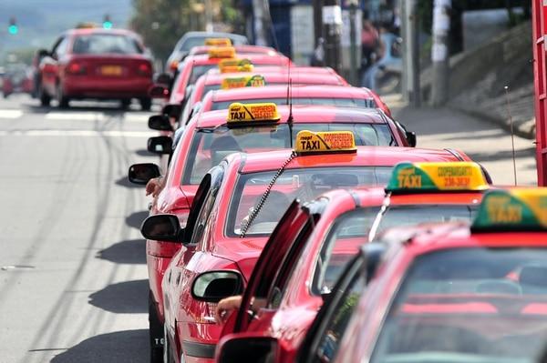 Más de 12.000 taxistas podrán realizar trámites para la renovación de contratos por 10 años.