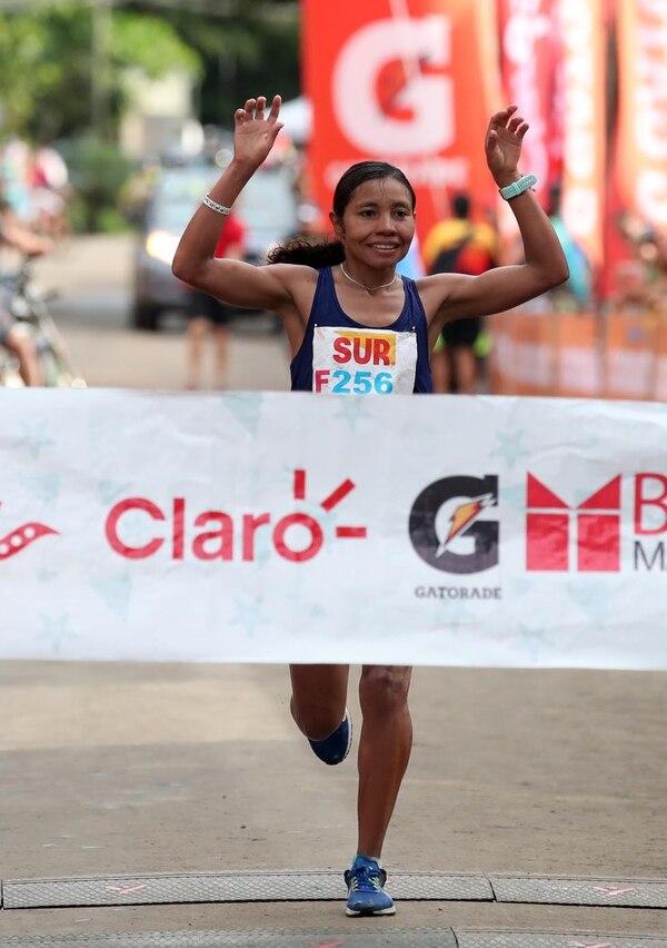Palmenia Aguero fue la ganadora de los 42 kms de la competencia. Fotografía: Graciela Solís.