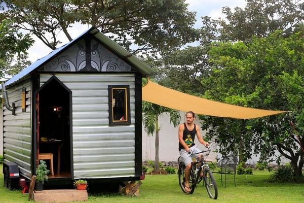 La mini casa de Pablo Hellmund mide 13 metros cuadrados. Él la construyó con sus propias manos. Foto: Rafael Pacheco