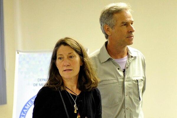 Roman Dial y Peggy Dial, estuvieron en mayo del 2016 en nuestro país, al confirmarse que los restos hallados en Corcovado eran los de su hijo Cody, desaparecido dos años atrás. Foto: Melissa Fernández Silva /Archivo.