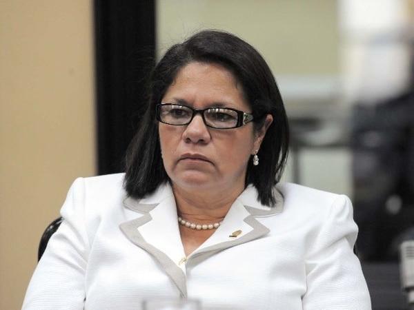 Xinia Espinoza dijo que le dio la adhesión a Johnny Araya