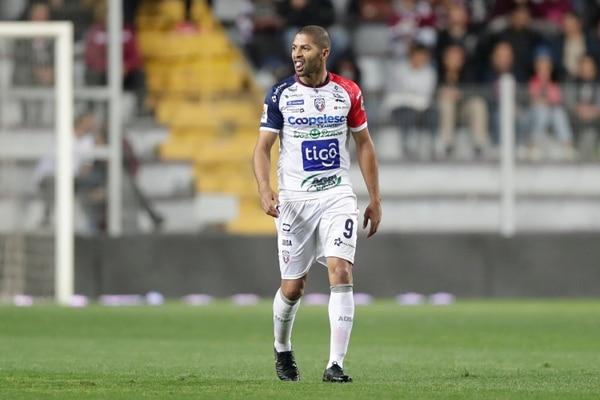 Álvaro Saborío consiguió su gol 119 en Primera División en el juego entre Saprissa y San Carlos. Fotografía: José Cordero.
