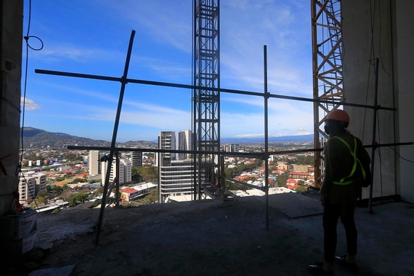Este es el piso 18 del edificio más alto de Costa Rica, donde se ubicará el lobby y un restaurante del hotel Double Tree by Hilton. Aquí, además, se aprecia el sector oeste. Foto: Rafael Pacheco