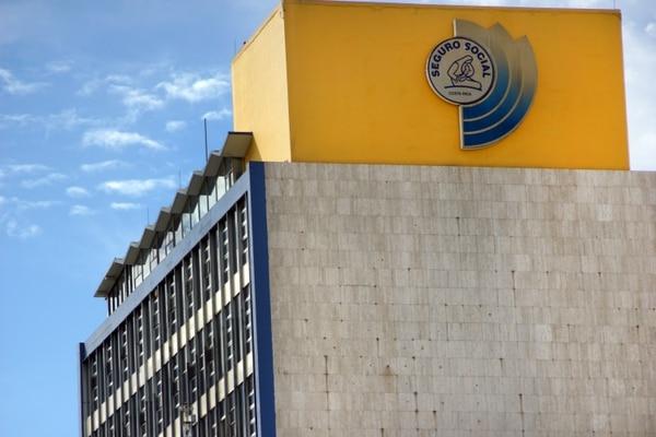 La Caja Costarricense de Seguro Social paga por concepto de pensiones unos ¢74.000 millones cada mes. Foto de Jorge Castillo