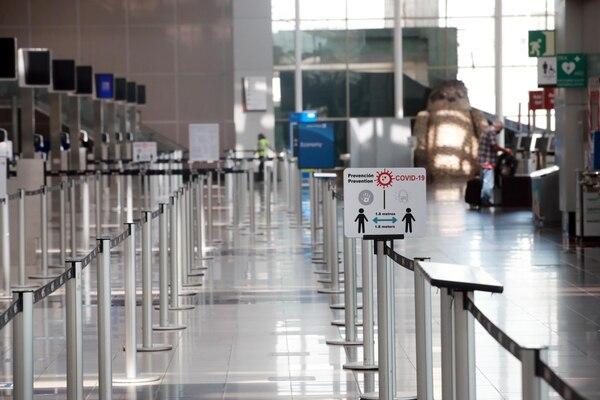 El aeropuerto Internacional Juan Santamaría empezará a recibir cinco vuelos semanales a partir del 1.° de agosto. Fotografía: Alonso Tenorio.