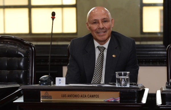 Luis Antonio Aiza, del PLN, mantiene una plaza como oftalmólogo en la CCSS. Foto: Carlos González.