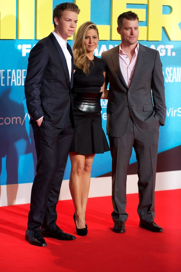 Will Poulter (izq.) formó parte del reparto de 'We're the Millers' junto a Jennifer Aniston y el director Rawson Thurber.