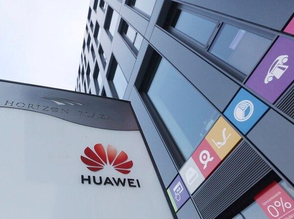 Huawei dijo que seguirá construyendo un ecosistema de software seguro y sustentable para poder ofrecer globalmente la mejor experiencia a todos los usuarios. Foto: AP/ Archivo