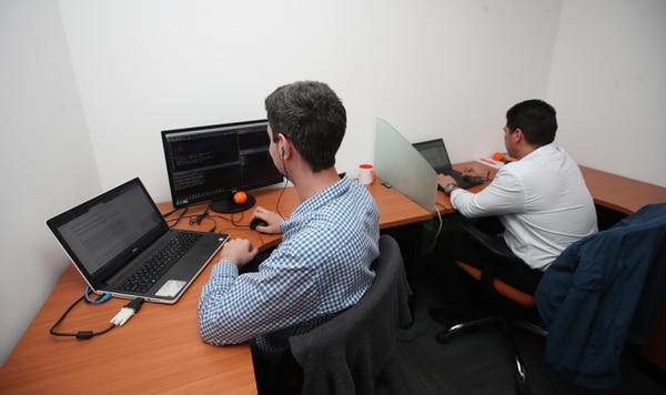 Uno de los sectores de servicios por medio de redes tecnológicas es el de las fintech, como Kuiki. (Foto Graciela Solís/Archivo)