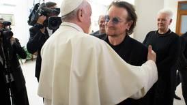 El Papa Francisco habló con Bono sobre la pedofilia en la Iglesia
