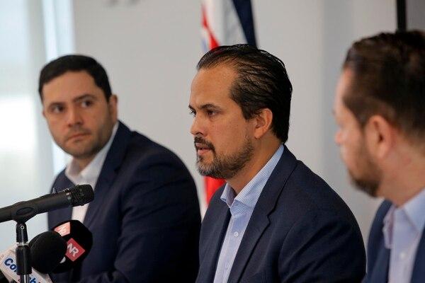 Carlos Trejos, Esteban Acón y Randall Murillo (en ese orden), urgieron al Gobierno a adoptar medidas para reactivar actividad de construcción. (Foto Mayela López)