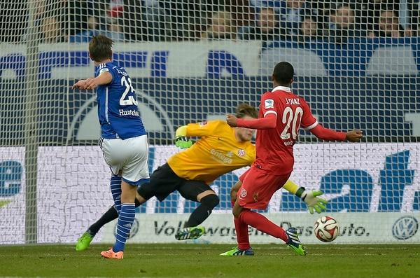 Júnior Díaz no llegó a la marca de Klaas Huntelaar del Schalke 04, quien anotó un triplete ante el Mainz 05.