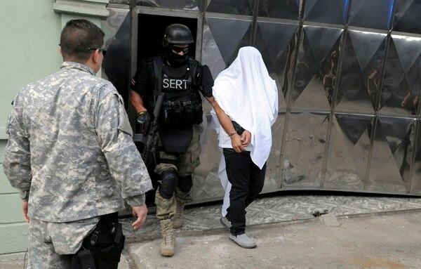 Momento en el que detuvieron a Macho Coca en Moín, Limón. Foto: Alonso Tenorio