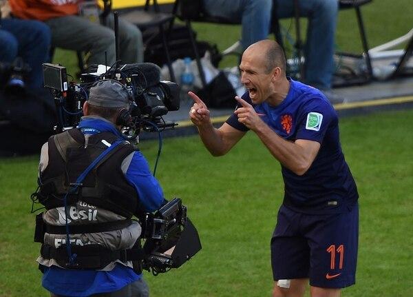 Arjen Robben saludó a toda la audiencia que miraba el encuentro entre Holanda y Australia a través de la cámara. Lo hizo después de marcar el 0-1 parcial.