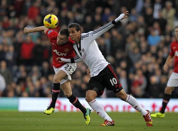 Bryan Ruiz llegó al Fulham en el 2011 por 12,5 millones de euros, hasta ahorita el fichaje más caro de un costarricense en la historia. Ahora el club inglés espera no venderlo por menos de los 7 millones de euros.   ARCHIVO