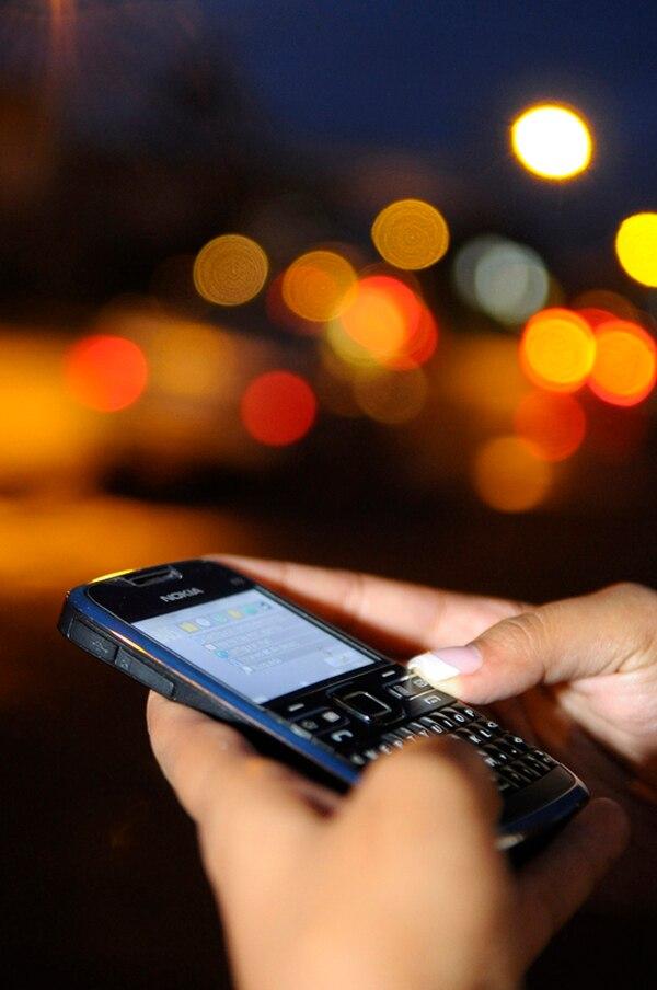 La información estadística dada a conocer por la Sutel revela un uso más intensivo de la telefonía móvil por parte de los costarricenses. | ARCHIVO