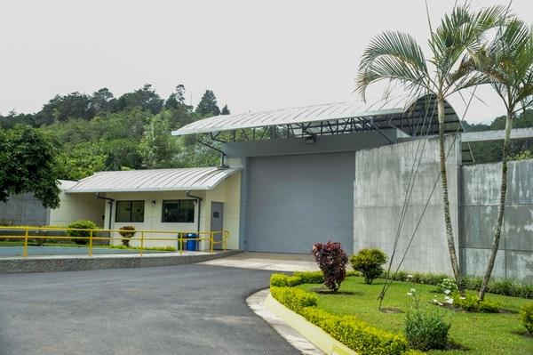 El Centro de Datos de Internet está ubicado en Guatuso de El Guarco, Cartago, y tiene una dimensión de 2.200 m² para el área de cómputo y de soporte de servicios. Ese lugar soporta 72 horas sin suministro de combustible y está equipado con 200 cámaras de monitoreo. | JORGE NAVARRO