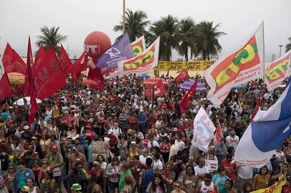 Además de arremeter contra Temer, los manifestantes pidieron al Gobierno la posibilidad de tener elecciones directas.