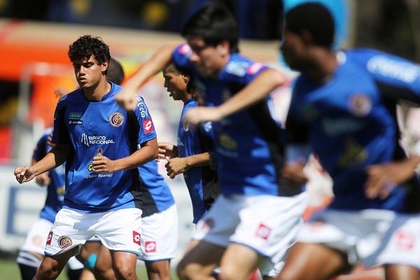 Yeltsin Tejeda se entrenó ayer con sus compañeros de la Selección Nacional en el complejo deportivo de Quilin, en Coquimbo, Chile. | EFE