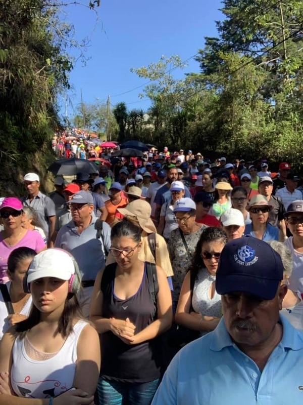 Los romeros descendieron por el Valle de Ujarrás en un periplo que se inició desde las 7 a. m. Fotografias: tomadas del Facebook de Santuario de Nuestra señora de Ujarrás.