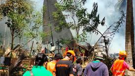 Al menos 45 muertos al estrellarse un avión militar en Filipinas