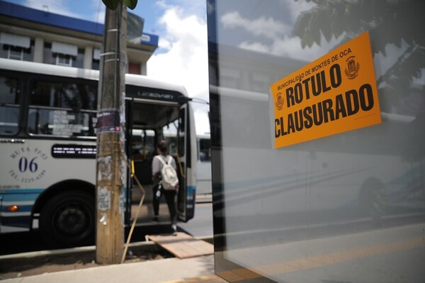 La Municipalidad de Montes de Oca clausuró el uso comercial de todos los mupis localizados en el cantón debido a falta de permisos municipales.
