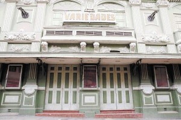 El cine Variedades es uno de los edificios calificados como en mal estado de conservación, según los criterios del Centro de Patrimonio del Ministerio de Cultura. En la provincia de San José existen 150 edificios con declaratoria y de ellos el 11% requiere una intervención inmediata. | CARLOS BORBÓN