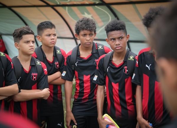 Juan Pablo Ledezma siempre quiso jugar en la Liga y entrena todos los días con la U-13. Fotografía: Jeffrey Zamora