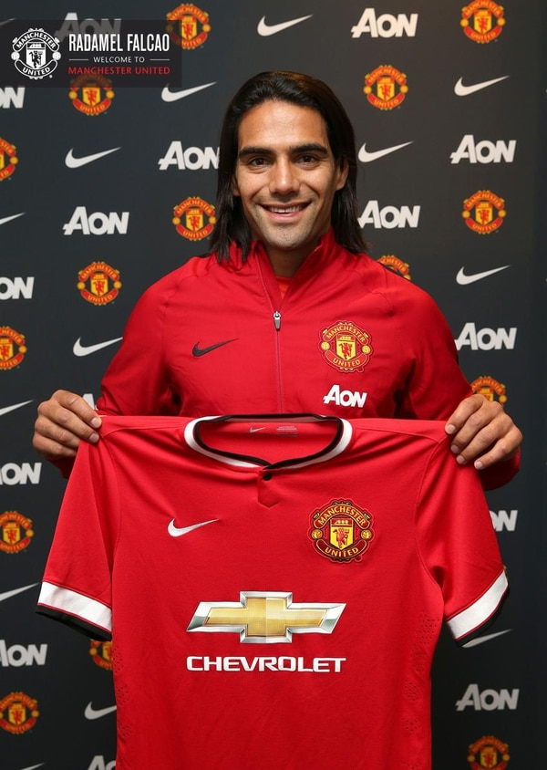 El colombiano Radamel Falcao fue objeto a última hora de un préstamo del Mónaco al Manchester United por 10 millones de euros (con opción de compra de 55 millones de euros),