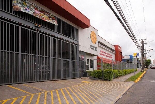 Las víctimas fueron trasladadas en un vehículo particular a la estación de Bomberos de Pavas, donde fallecieron debido a los disparos que recibieron. Foto: Albert Marín