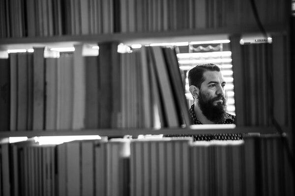 El promotor Juan Hernández fundó hace 5 años la editorial independiente Germinal. | GUILLERMO BARQUERO PARA LN