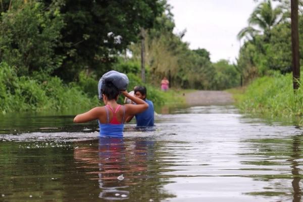 Las inundaciones en el Caribe obligaron a muchos a movilizarse a zonas altas días atrás.