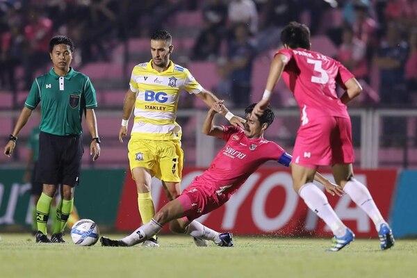 El delantero Yandrick Ruiz vio sus primeros minutos en el fútbol de Tailandia.