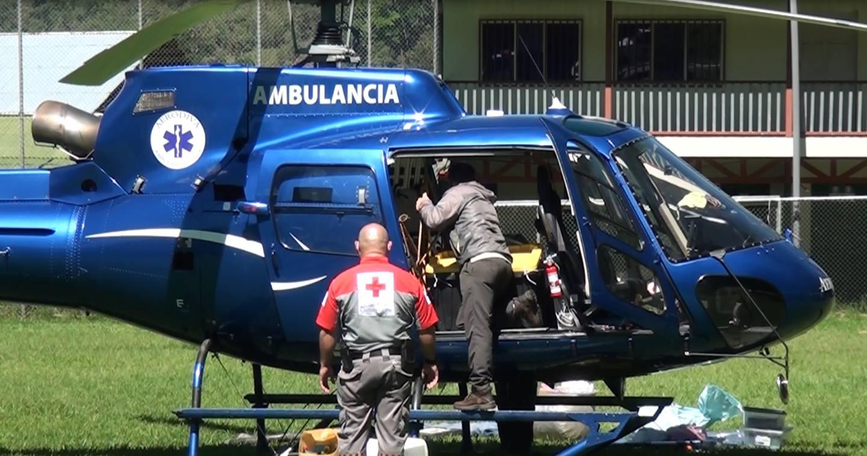 Hubo que acondicionar el helicóptero para lograr que se estabilizara en el cañón al pie de Ventisqueros, donde se precipitó la montañista. Foto: Mario Cordero.
