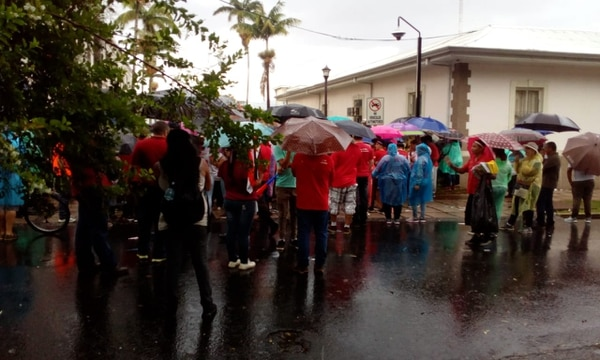 Empieza a disminuir la presencia de huelguistas frente al Congreso. Foto:Yeryis Salas