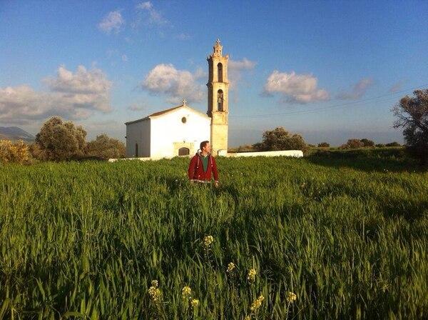 Crisanto Alonso Arias durante la primavera en la Iglesia Maronita del pueblo de Komakitis, Chipre, en la parte invadida por Turquía. Esa es la única comunidad cristiana.