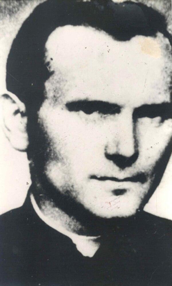 El joven sacerdote Karol Wojtyla tuvo que estudiar el seminario de manera clandestina en la Polonia comunista. Foto: Archivo LN.