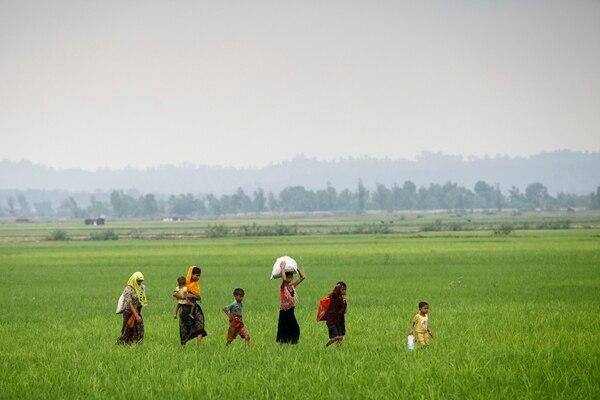 Los rohingyas tuvieron que huir de las protestas y las violentas acciones por parte de las fuerzas armadas birmanas.