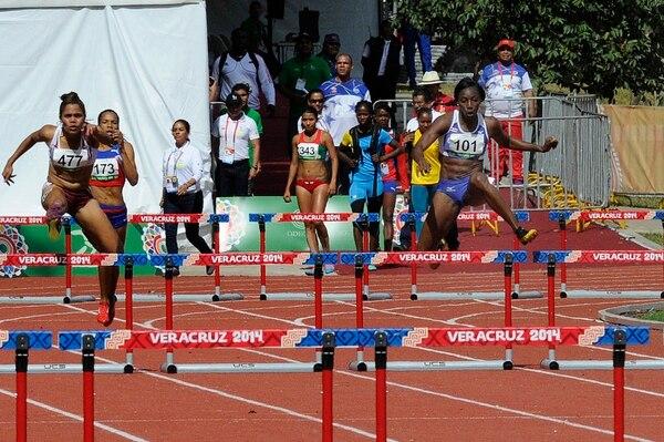 Sharolyn Scott en la competencia de los 400 metros vallas en Veracruz 2014.