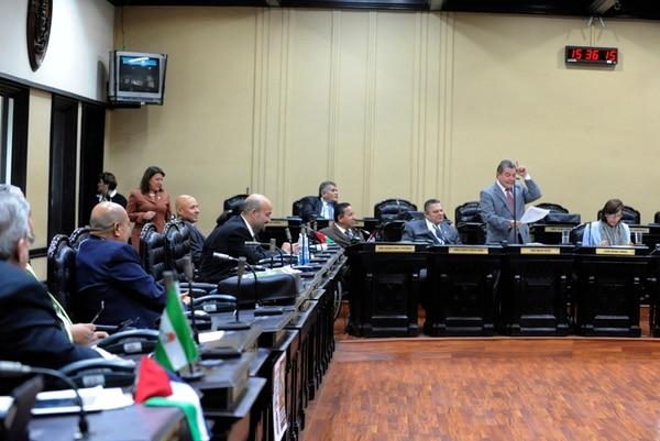 La reforma a la Ley de Banca para el Desarrollo se discute esta semana en el plenario legislativo que habilitó sesiones durante la mañana para avanzar con el trámite. Sin embargo, la falta de cuórum, lunes y martes, ha impedido avanzar en la discusión. | JONATHAN JIMÉNEZ PARA LN.