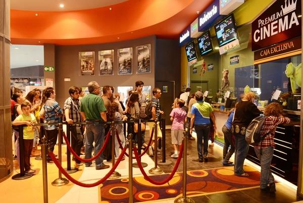 Los cines tendrán funciones todos los días, aunque jueves y viernes serán menos. CCM Cinemas, en Lincoln Plaza, abrirán sus puertas.   CARLOS GONZÁLEZ
