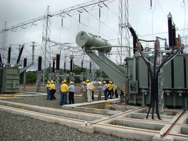 Aresep asegura que por la vía del precio y de los recursos que otorga a las empresas mediante las fijaciones tarifarios, supervisa la calidad del servicio eléctrico que llega 1,5 millones de abonados en todo el país.   ARCHIVO.